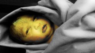 Danimarka'da inanılmaz vahşet: Yeni doğan bebeğe öyle birşey yaptılar ki!