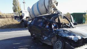 15 yaşındaki çocuğun kullandığı otomobil kaza yaptı