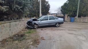 Kulu'da Otomobil Duvara Çarptı - Kulu Haber