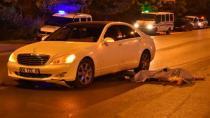 Konya'da Elinde bıçakla yolun karşısına geçmeye çalışırken 2 araç ezdi