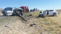 Karacadağ'da iki otomobil kafa kafaya çarpıştı: 2 ölü, 1 yaralı