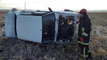 Karacadağ'da işçileri taşıyan otomobil şarampole devrildi: 4 yaralı